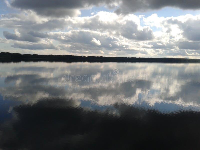 Autunno, Carelia, caccia, foresta, paesaggio, il lago Ladoga immagini stock