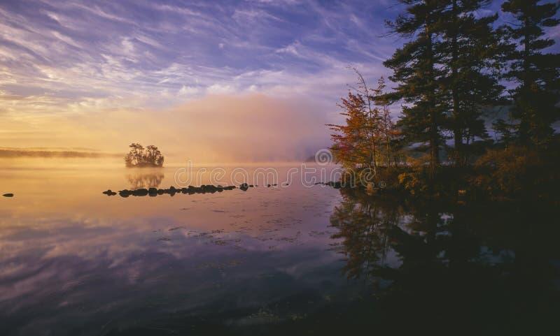 Autunno nel lago maine fotografie stock libere da diritti