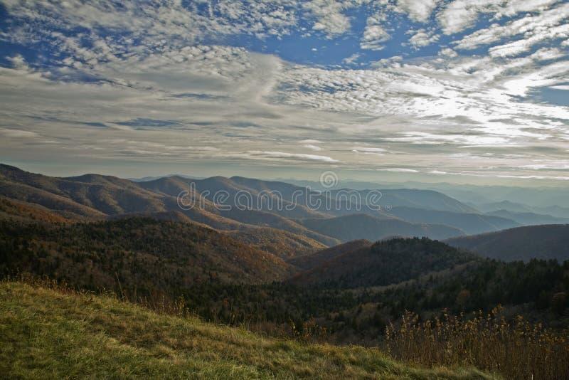 Autunno, strada panoramica blu del Ridge immagini stock
