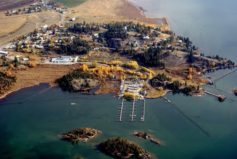 Autunno sul lago a testa piatta fotografia stock libera da diritti