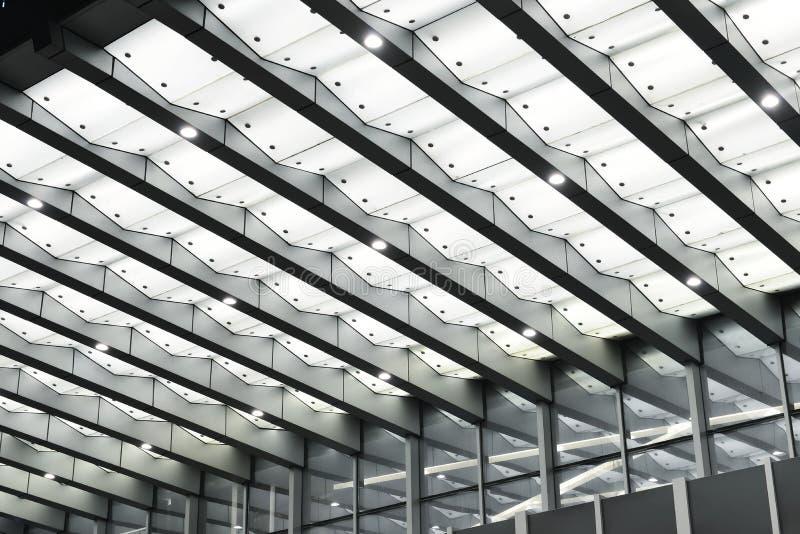 Auvent mené au-dessus de l'entrée du bâtiment moderne photos libres de droits