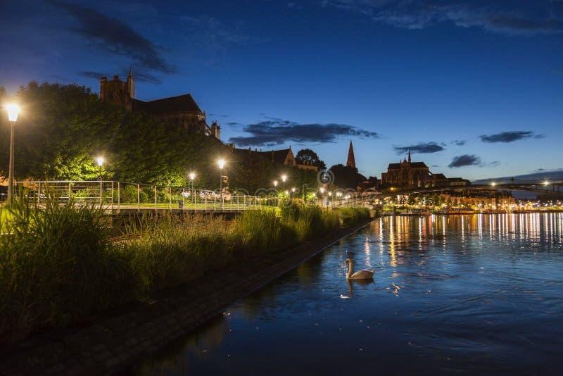 Auxerre langs de Rivier van Yonne royalty-vrije stock foto's