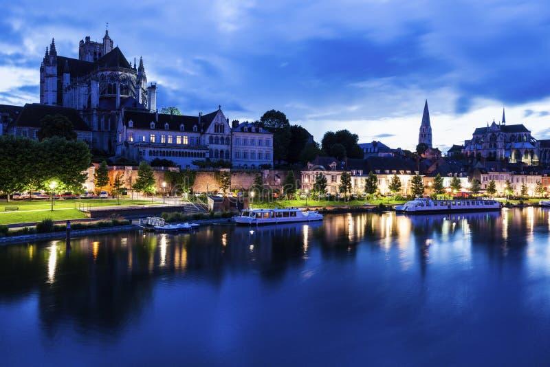 Auxerre langs de Rivier van Yonne royalty-vrije stock afbeelding