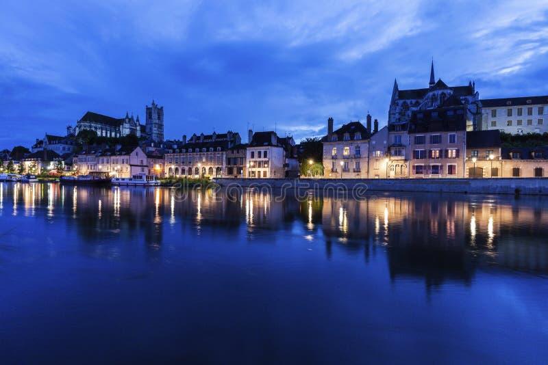 Auxerre langs de Rivier van Yonne royalty-vrije stock foto