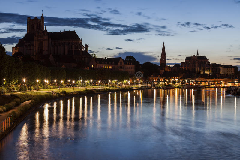 Auxerre langs de Rivier van Yonne royalty-vrije stock afbeeldingen
