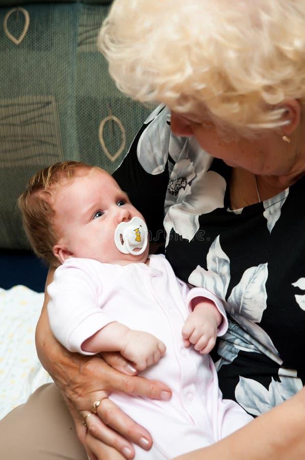 Avó com bebê imagem de stock
