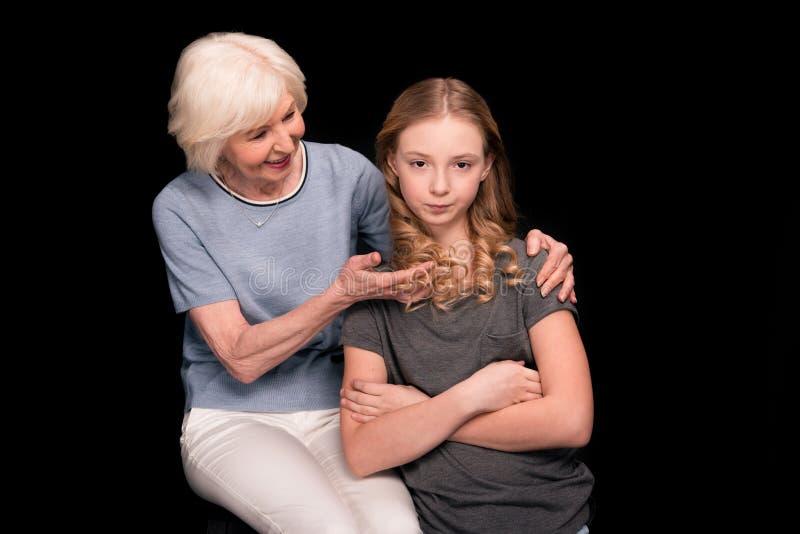 Avó com neta adolescente foto de stock royalty free