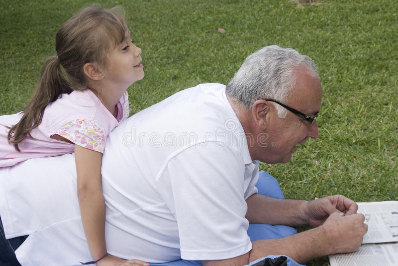 Avô e neta foto de stock