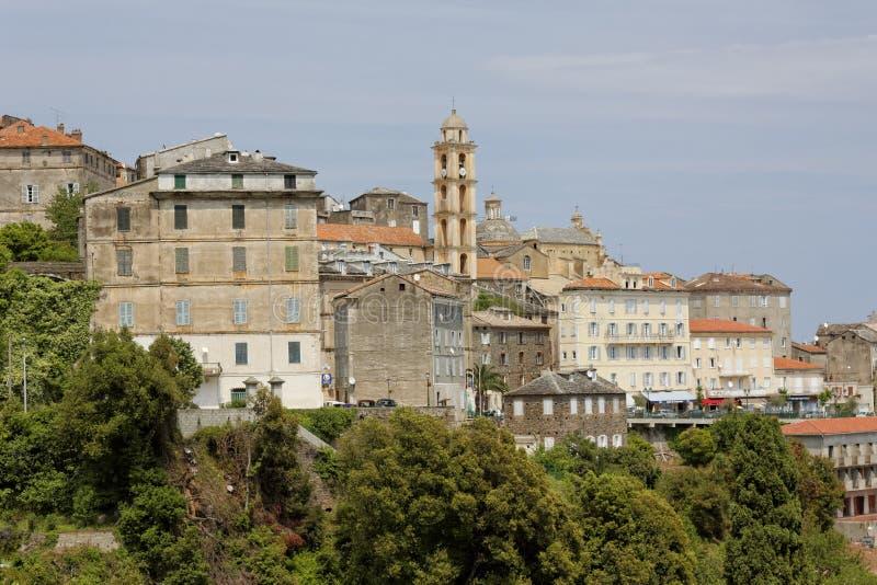 By av Cervione, för barockkyrka för domkyrka (St Erasme) helgon-Érasme, Castagnicca, nordliga Korsika, Frankrike arkivbilder