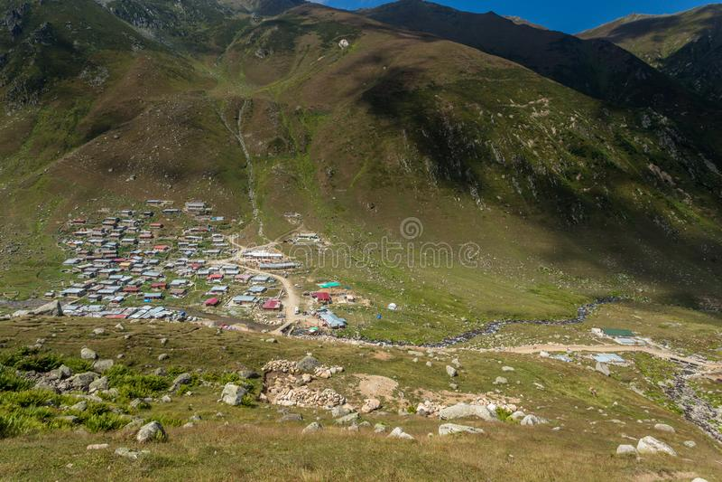 By av den Kavrun platån eller högslätten i Kackar berg royaltyfri bild