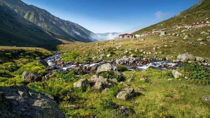 By av den Kavrun platån eller högslätten i Kackar berg fotografering för bildbyråer