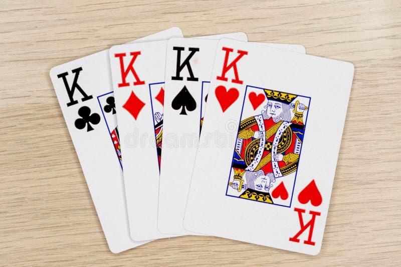 4 av en sort gör till kung - kasinot som spelar pokerkort arkivbilder