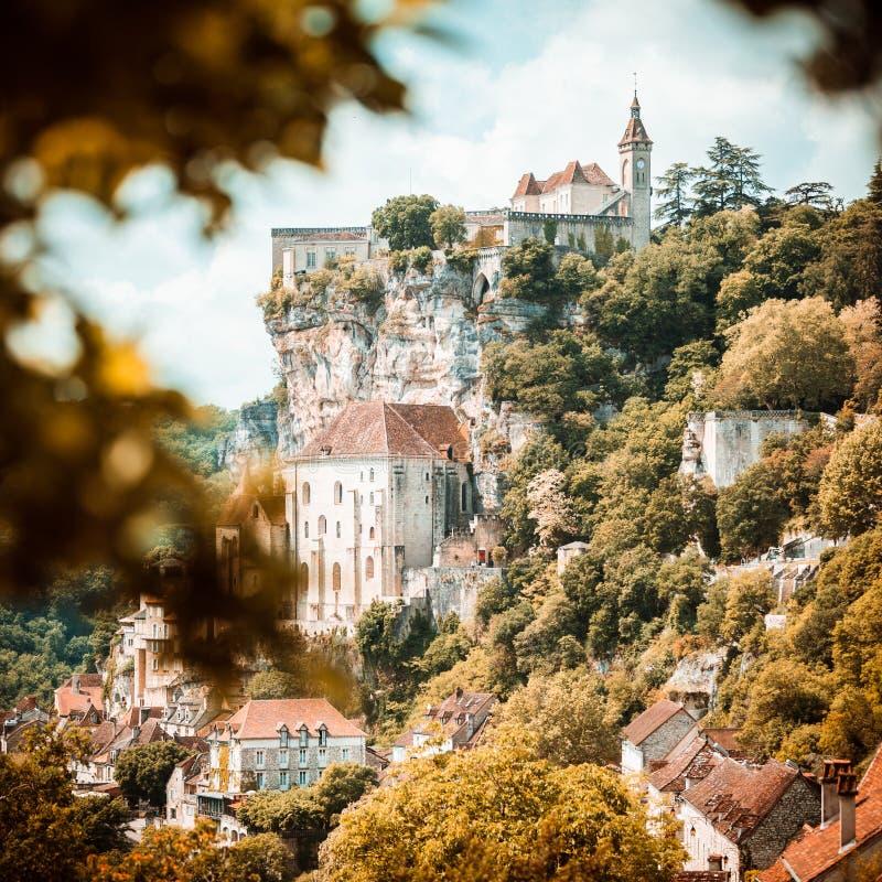 By av Rocamadour i lottavdelning i Frankrike royaltyfria bilder