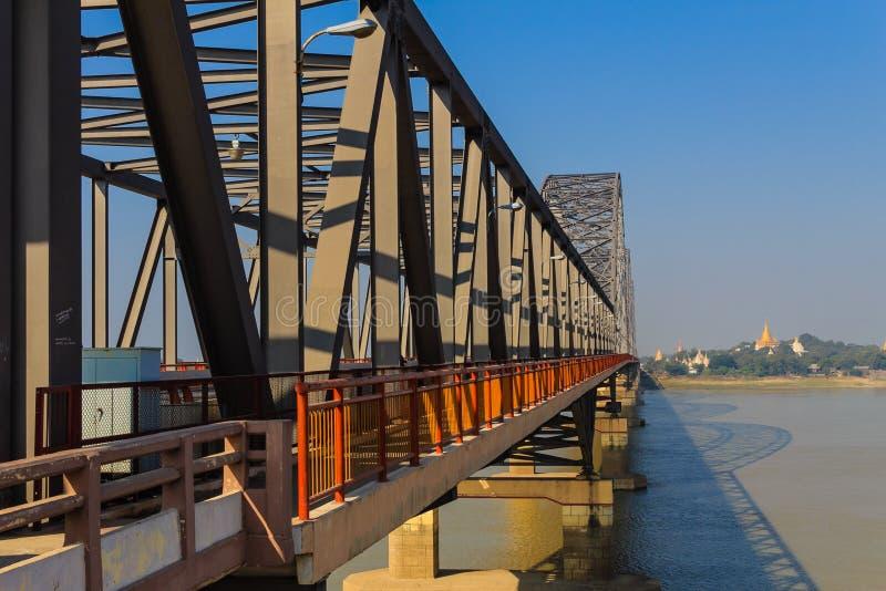 Ava Bridge en el Irrawaddy, Sagaing en Myanmar (Burmar) fotografía de archivo