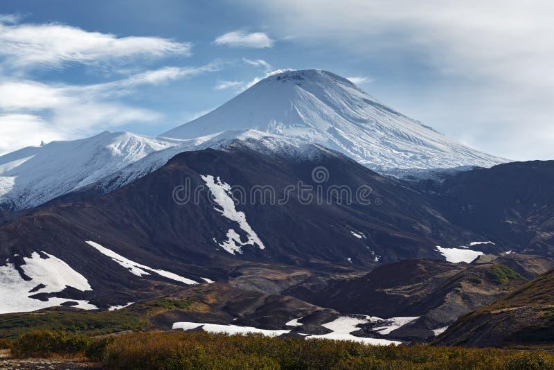 Avachinskyvulkaan - actieve vulkaan van het Schiereiland van Kamchatka royalty-vrije stock fotografie