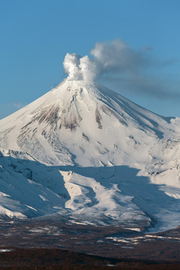 Avachinskyvulkaan - actieve vulkaan van Kamchatka stock foto