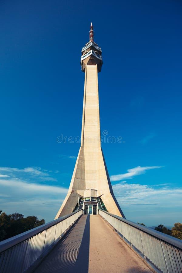 Avala torn i Belgrade arkivfoton