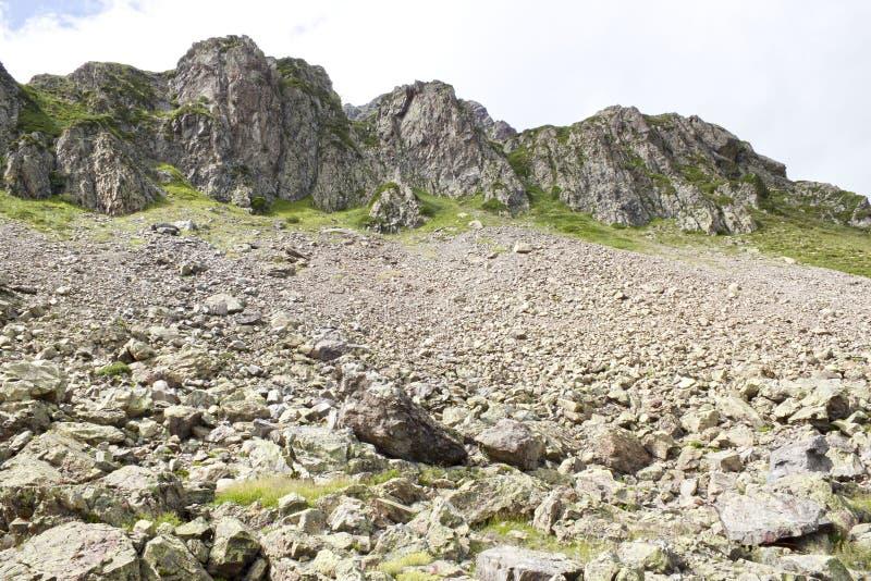 Avalancha de piedras en una ladera foto de archivo