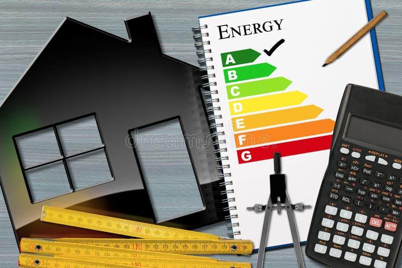 Avaliação de uso eficaz da energia com calculadora e casa fotos de stock royalty free