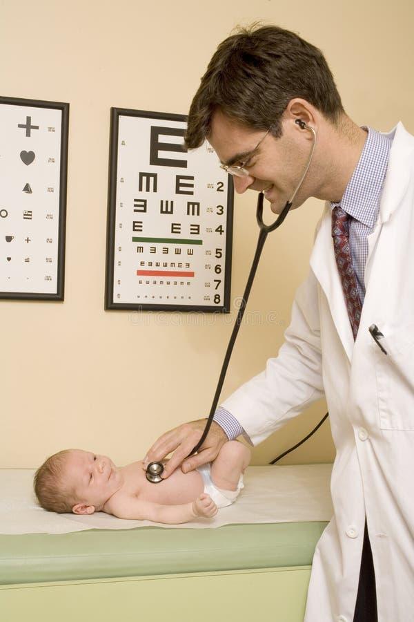 Avaliação infantil do wellness imagem de stock