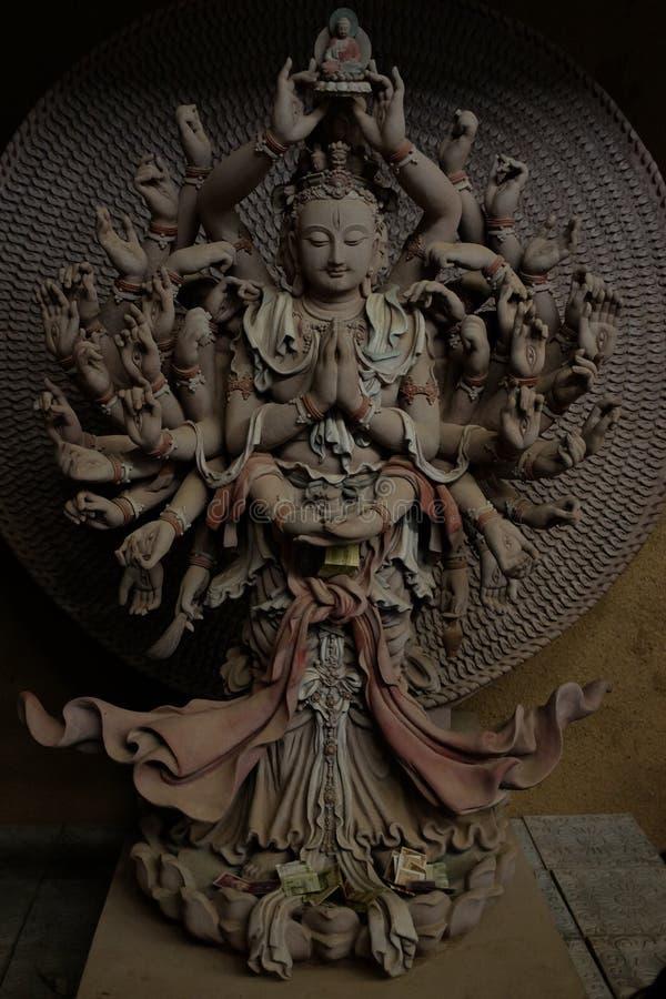 Avalokiteshvara Mil-armado y Mil-observado imagen de archivo libre de regalías