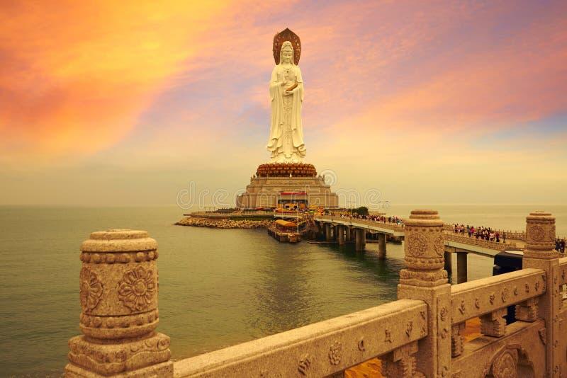 Avalokitesvara statua, magiczny zmierzch obrazy royalty free