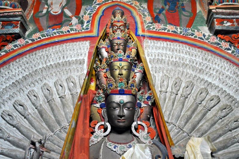 Avalokitesvara - tusen handBuddhastaty från Ladakh arkivfoton