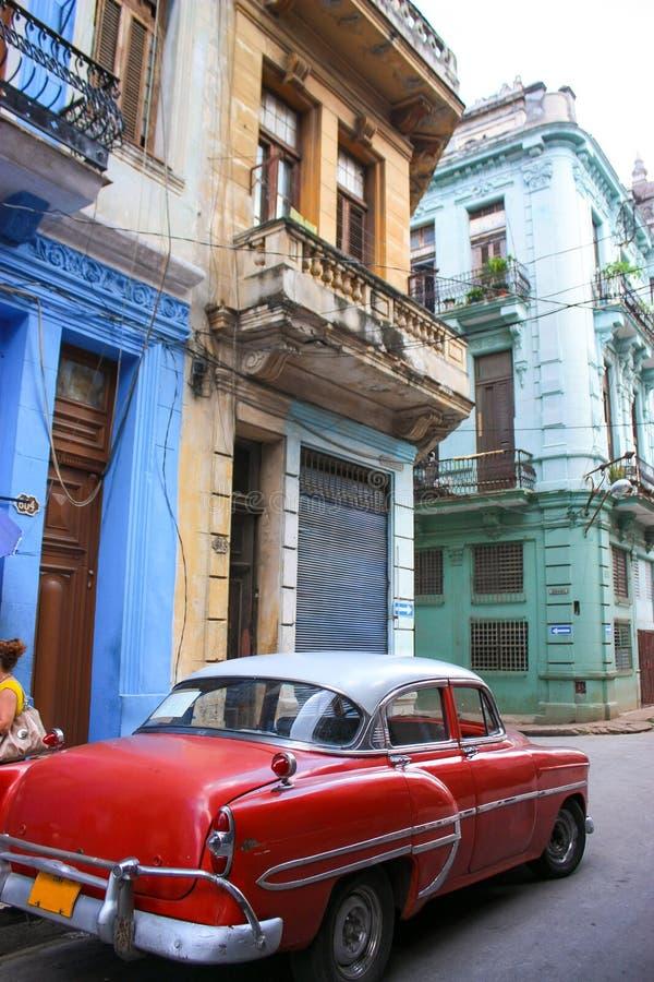 12/03/2015, Avana, Cuba: La vecchia automobile americana sta in Cubas Avana fotografia stock