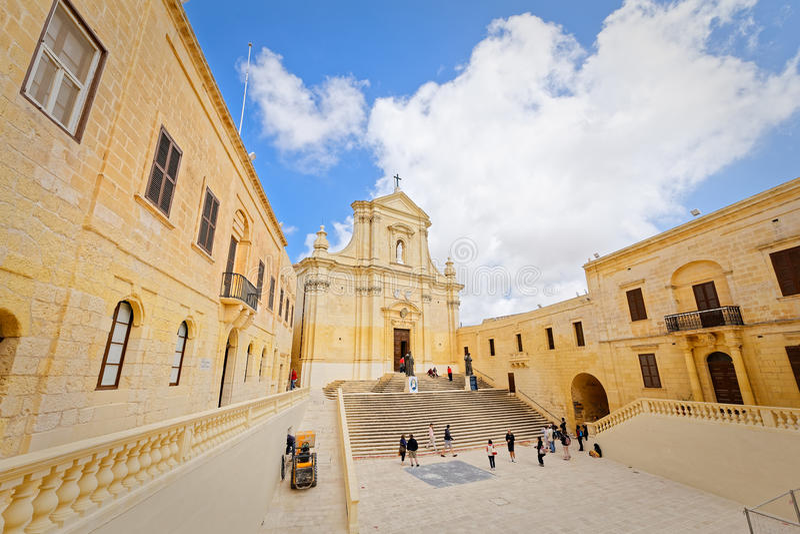 Download Avant-cour De La Cathédrale De St Mary, Gozo Photo stock - Image du taille, lentille: 77157286