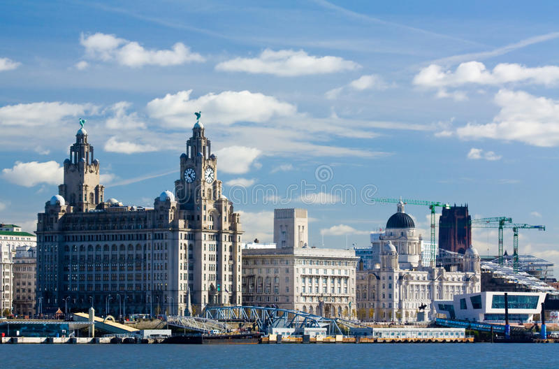 Avant de l'eau de Liverpool photos stock