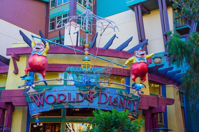 Avant de magasin de Disney pour le monde de Disney photos stock