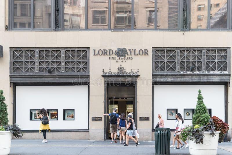 Avant de magasin de seigneur et de Taylor photographie stock libre de droits