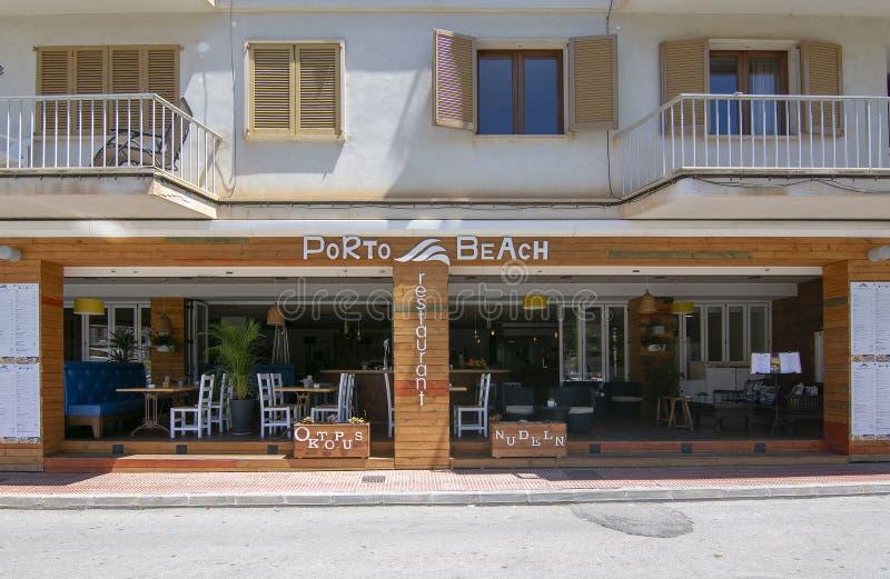 Avant de restaurant de plage de Porto photo stock