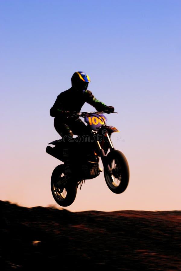 Avant de silhouette de moto photo stock