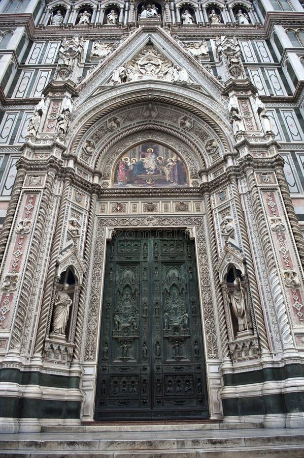 Avant et trappes de Duomo de Florence photos libres de droits
