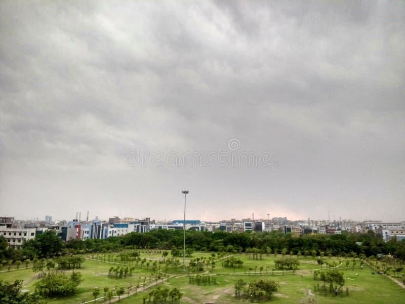 Avant pluie, vue de bureau images libres de droits