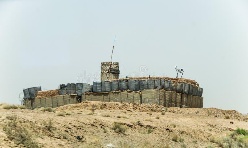 Avant-poste militaire de l'Afghanistan au milieu du désert image stock