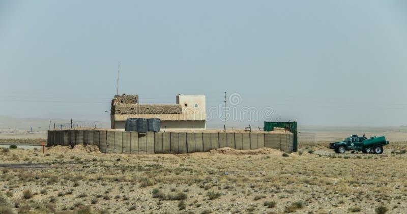 Avant-poste militaire de l'Afghanistan au milieu du désert photographie stock