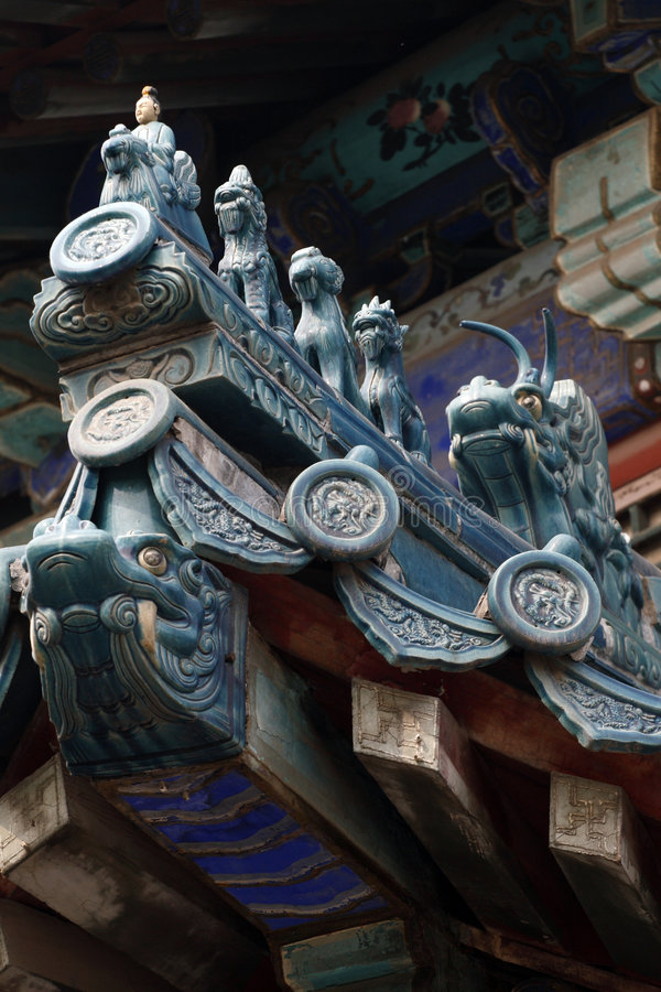 Avant-toit chinois de la construction antique. images libres de droits