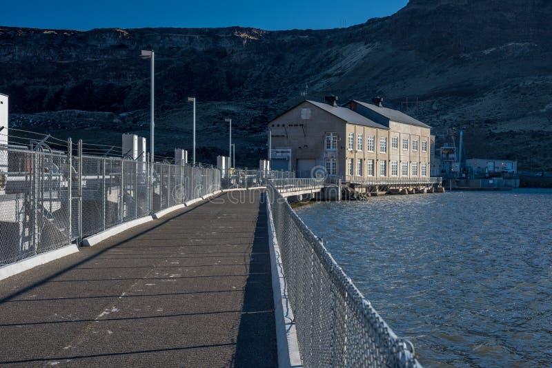 Avantages de pont en barrage par rapport au vagabond de serpent de l'Idaho photos libres de droits