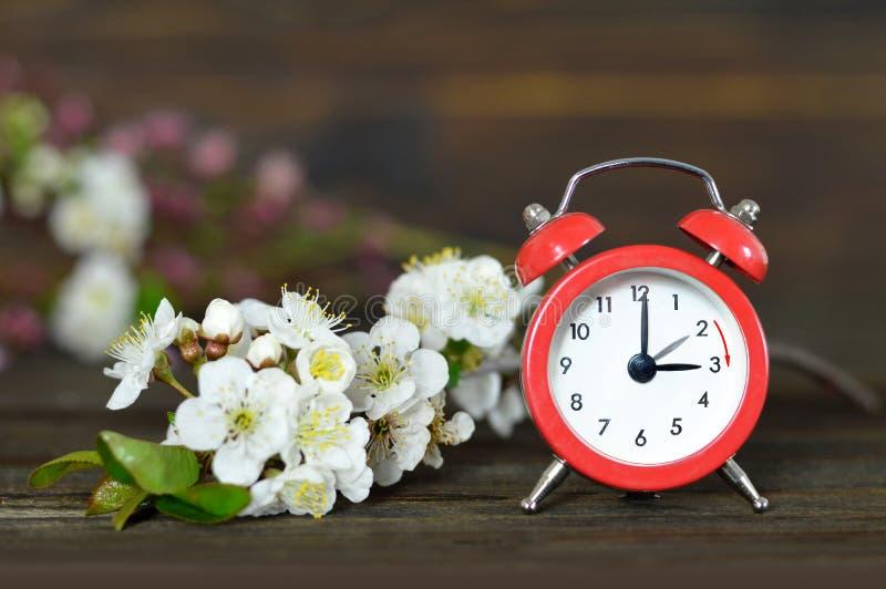 Avanzamento primavera Tempo di salvataggio Daylight fotografie stock