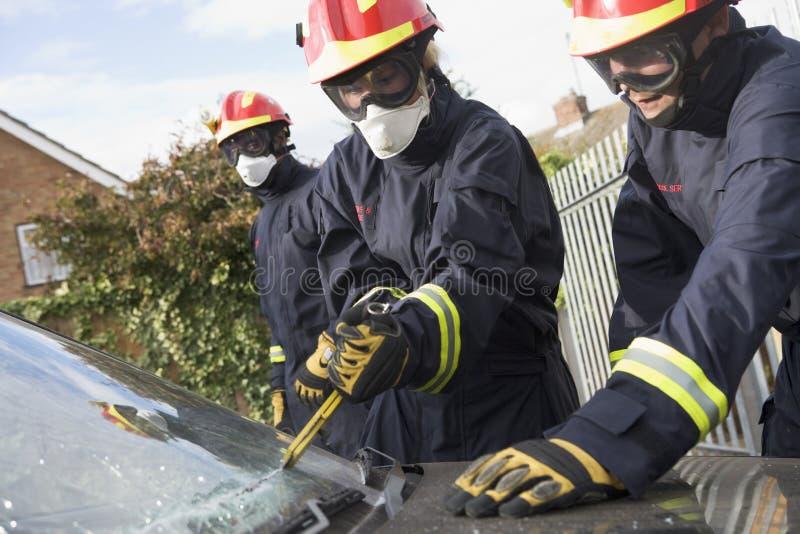 avbrott av bilbrandmanvindrutan royaltyfria bilder