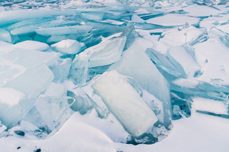 Avbrott av isyttersida, Ryssland Baikal vintersäsong royaltyfri fotografi