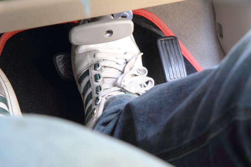 Avbrottspedal i bilen fotografering för bildbyråer