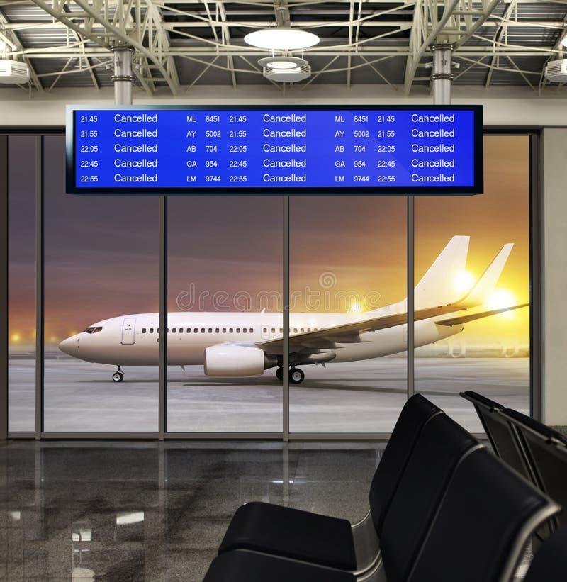Avbrutet flyg på flygplatsen royaltyfri fotografi