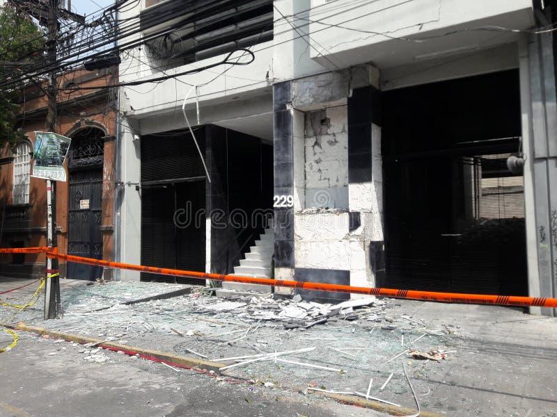 Avbrutet shoppar i avenidaen Medellin under Mexico - stadsjordskalv royaltyfria foton
