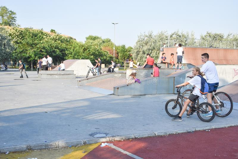 Avcilar, Istanboel/Turkije - 07 06 2019: skateboard, vleet en fietspark stock afbeeldingen