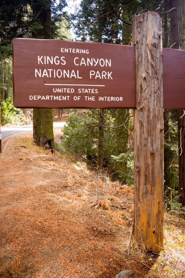 Avdelning för inre för USA för tecken för ingång för konungkanjonnationalpark royaltyfri foto