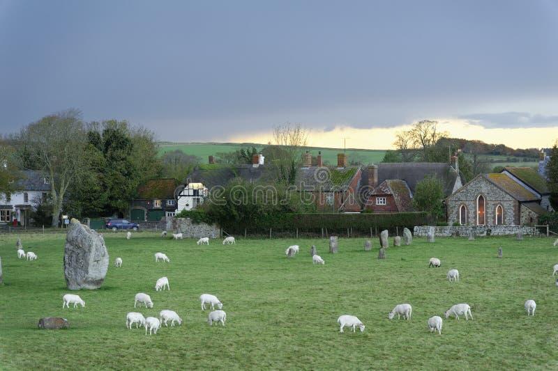 Aveburystenen in Wiltshire, megalitisch en gecombineerd modern stock fotografie