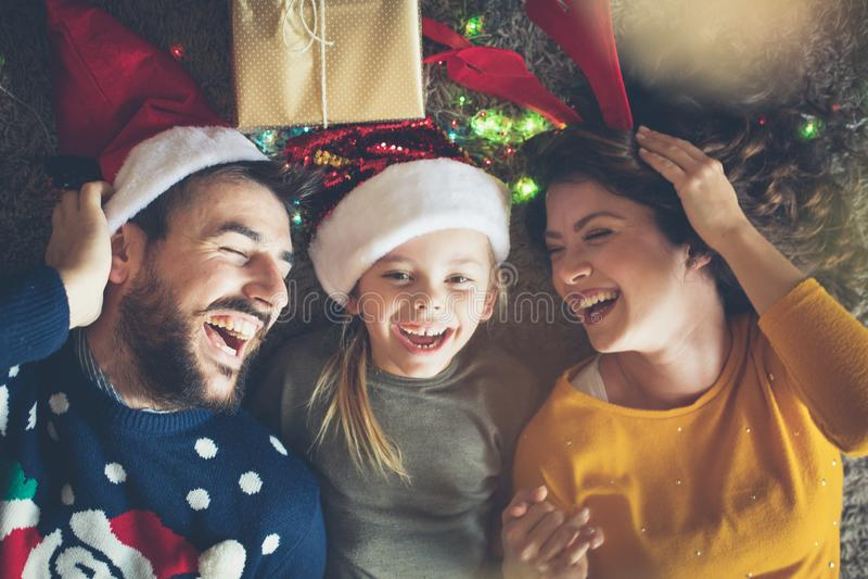 Avec eux est toujours l'amusement pour Noël photographie stock libre de droits